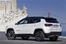 Jeep_Compass_2017-set-2806-24