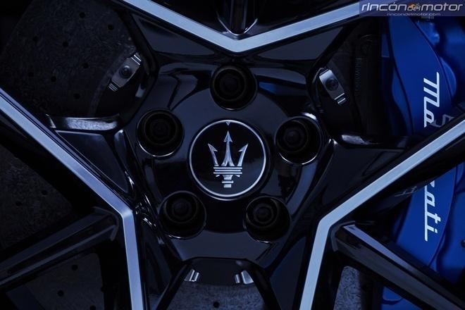 Maserati-MC20-2020-17