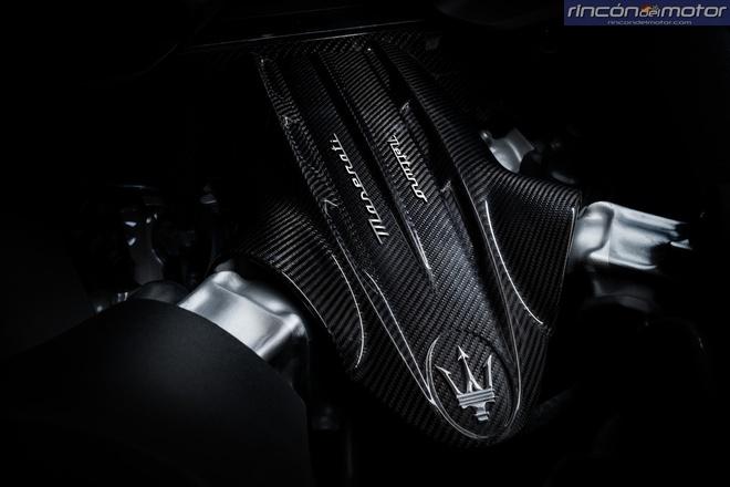 Maserati-MC20-2020-26