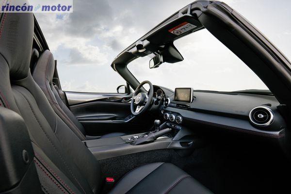 Mazda-MX-5-RF-2017-23