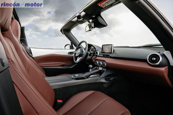 Mazda-MX-5-RF-2017-25
