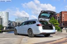 Opel-Insignia-Sport-Tourer-2017-15