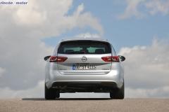Opel-Insignia-Sport-Tourer-2017-18