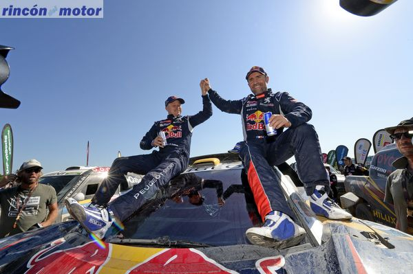 302 PETERHANSEL Stephane (fra) COTTRET Jean Paul (fra) PEUGEOT ambiance victory during the Dakar 2016 Argentina, Bolivia, Etape 13 / Stage 13, Villa Carlos Paz – Rosario, from January 16, 2016 - Photo Eric Vargiolu / DPPI