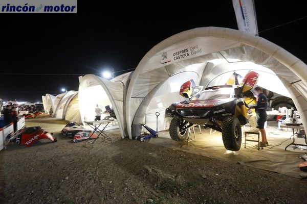 Ambiance bivouac nuit during the Dakar 2016 Argentina, Bolivia, Etape 6 - Stage 6, Uyuni - Uyuni, from January 8, 2016 - Photo Gregory Lenormand / DPPI