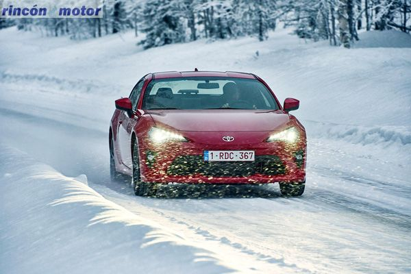Toyota_GT86-2017-set-2701-02