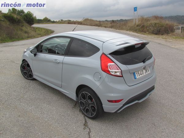 Ford_Fiesta_ST-200-prueba-2016-07