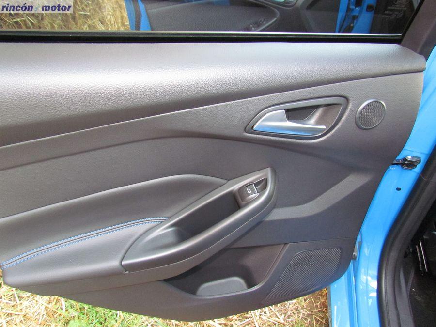 4-10-interior-detalle-ford-focus-rs-prueba-2017