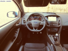 3-04-interior-ford-focus-rs-prueba-2017