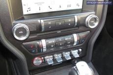 4-03-interior-detalles-Ford_Mustang_Convertible_50V8_2019-prueba