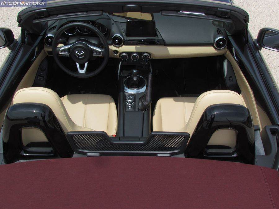 3-01-interior-Mazda-mx5-20-160-2018-prueba