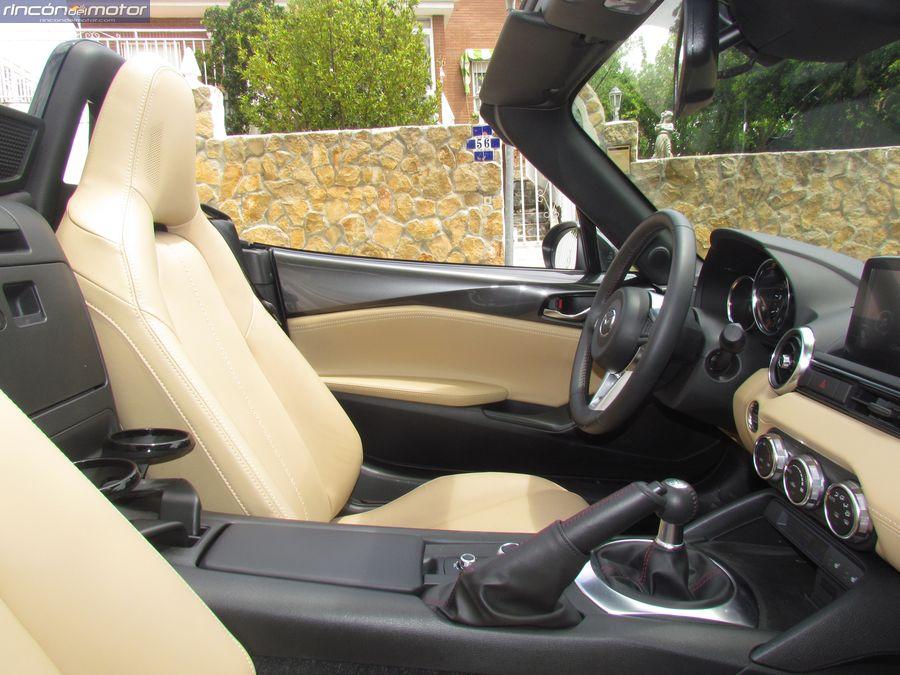 3-02-interior-Mazda-mx5-20-160-2018-prueba