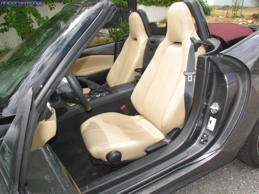 3-04-interior-Mazda-mx5-20-160-2018-prueba