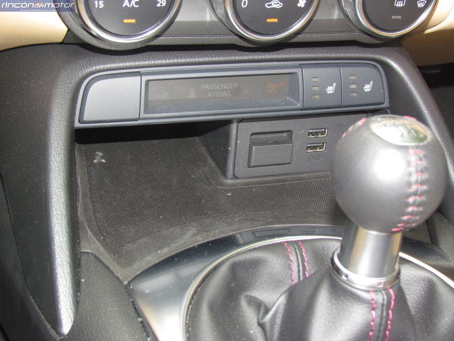 4-04-interior-detalle-Mazda-mx5-20-160-2018-prueba