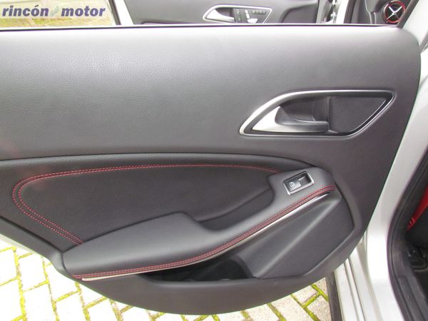 4-02-interior-detalle-mercedes-Clase_A-45-AMG-prueba-2017