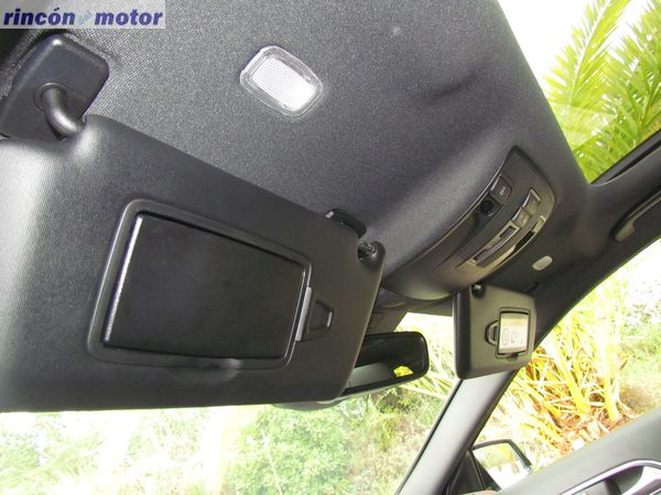 4-16-interior-detalle-mercedes-Clase_A-45-AMG-prueba-2017
