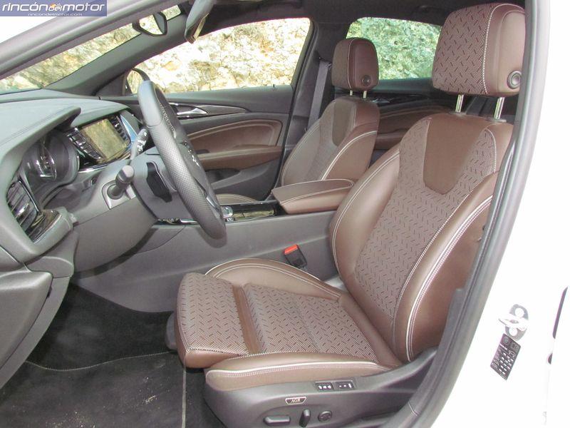 3-05-interior-Opel_Insignia_20NFT-Turbo_260-AT_4x4_2018