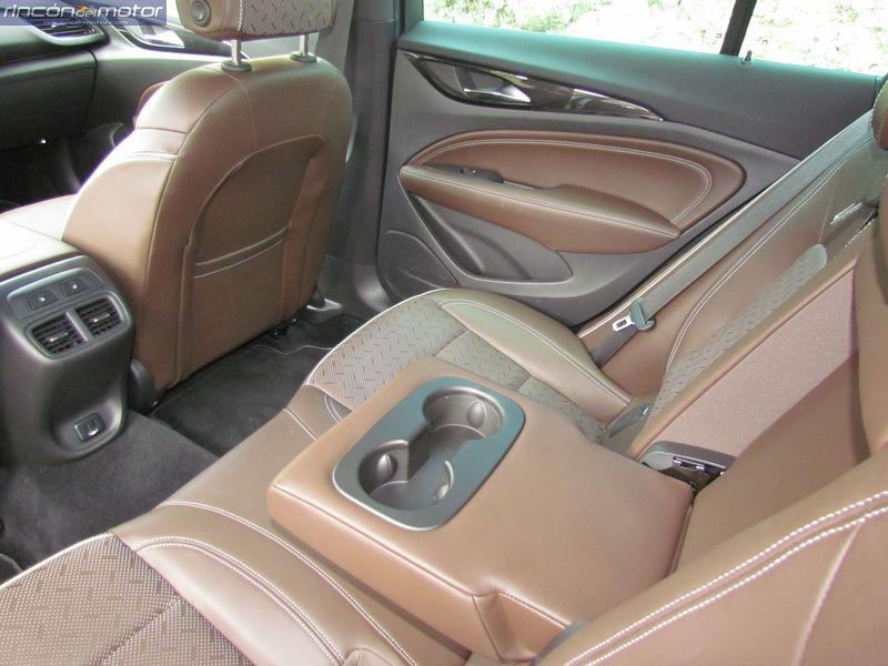 3-07-interior-Opel_Insignia_20NFT-Turbo_260-AT_4x4_2018