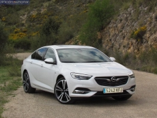 1-09-exterior-opel_insignia_20nft-turbo_260-at_4x4_2018