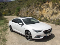 1-10-exterior-opel_insignia_20nft-turbo_260-at_4x4_2018