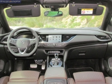 3-01-interior-opel_insignia_20nft-turbo_260-at_4x4_2018
