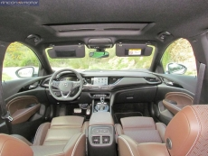 3-02-interior-opel_insignia_20nft-turbo_260-at_4x4_2018