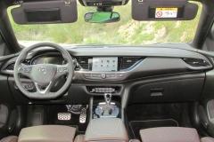 3-01-interior-opel_insignia_20nft-turbo_260-at_4x4_2018