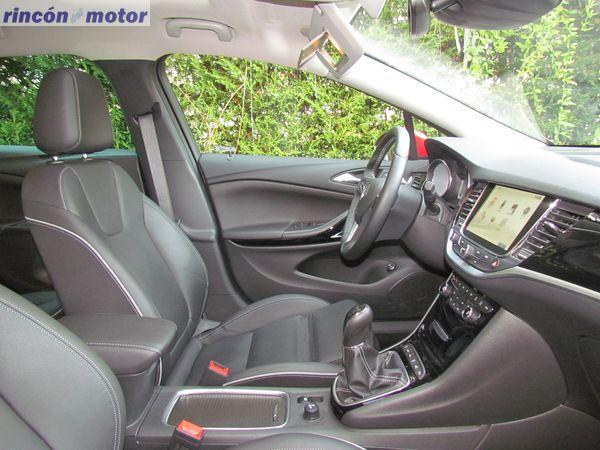 3-08-interior-opel-astra-sports-tourer-16-turbo-200-excellence-prueba-2017