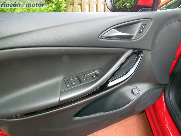 4-02-interior-detalle-opel-astra-sports-tourer-16-turbo-200-excellence-prueba-2017