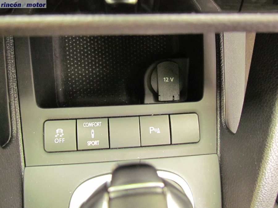 4-05-interior-detalle-volkswagen-scirocco-r-2017-prueba