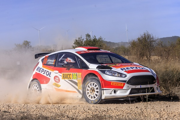 Membrado-Vilamala dejan el RallyRACC 2015 después de un inicio desafortunado.