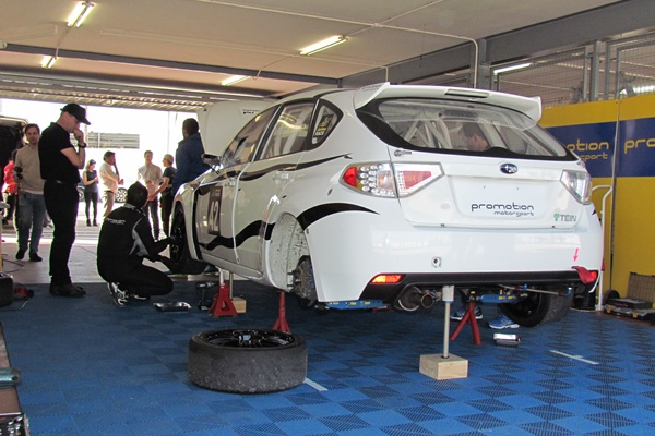 De los Milagros con el Subaru de Promotion en el RACE Turismos