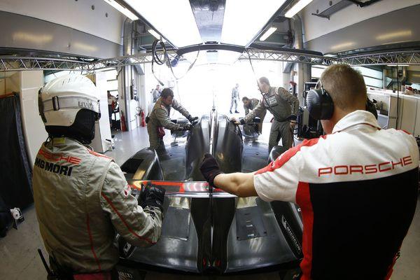 Porsche test Abu-Dhabi_2016