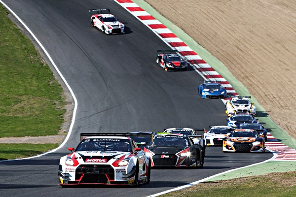 nissan brands hatch blacpain series gt-r gt3