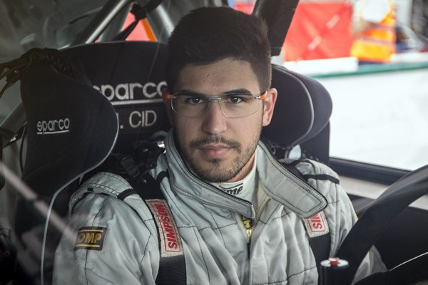 Marco Cid  raceseven 208 asistencia rally cup peugeot ERC 2406