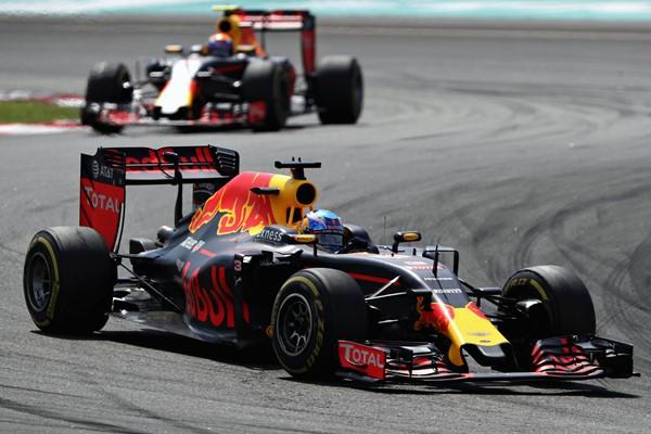 Emocionante victoria de Ricciardo tras rotura de Hamilton
