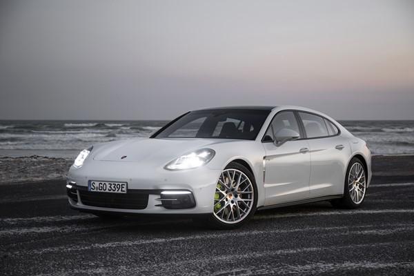El nuevo Porsche Panamera híbrido enchufable, será el techo de potencia en la gama