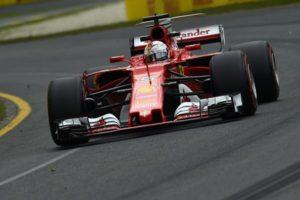 Mercedes entrega la victoria a Vettel en una mala estrategia