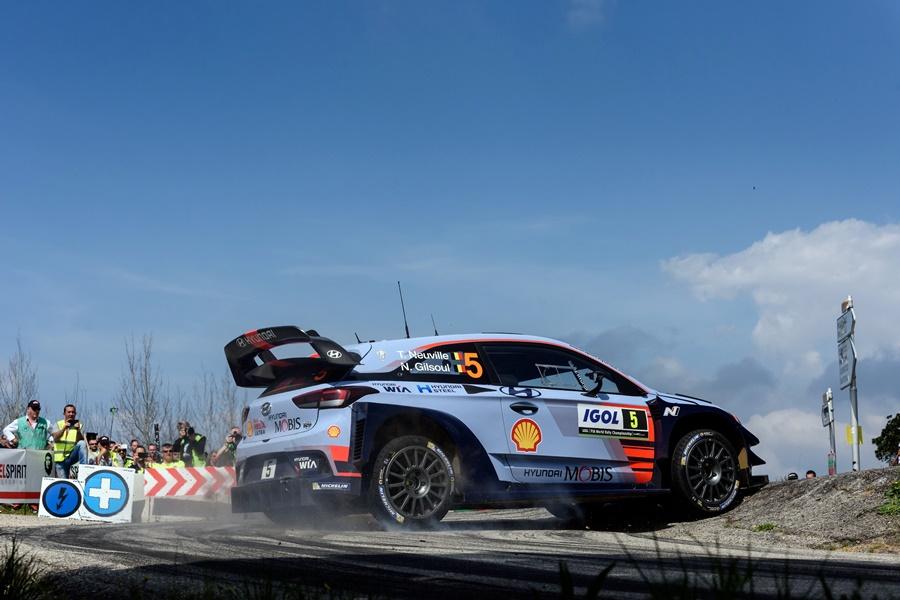 Neuville al frente Rallye de Córcega tras abandono de Meeke