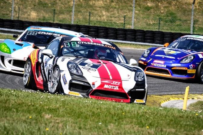 Vilariño y Leutwiler octavos en la segunda manga de las GT4 European Series en Nogaro
