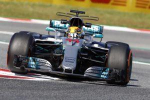 Hamilton borda la carrera tras una mala salida en el Gran Premio de España