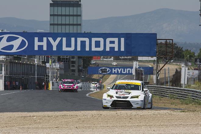 Ismael Arquero arrasa en la división 2 del Campeonato RACE de Turismos