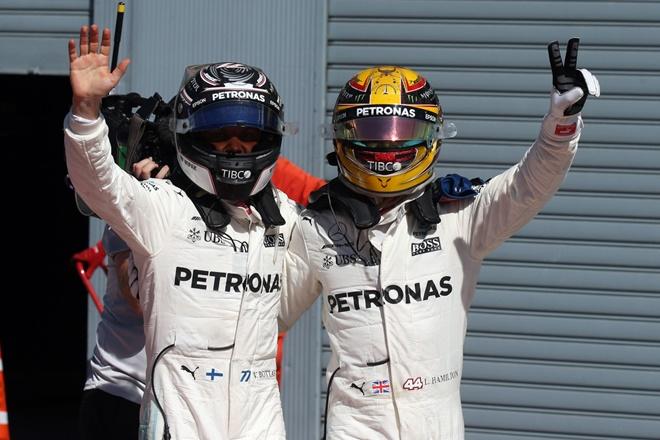 Hamilton logra el liderato en casa de Ferrari