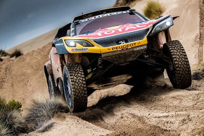 ► Dakar etapa 10: Sainz cede 13 minutos a Peterhansell