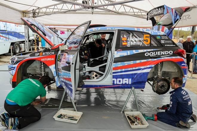 Rallye Sierra Morena Suarez Hyundai i20 RaceSeven asistencia 1