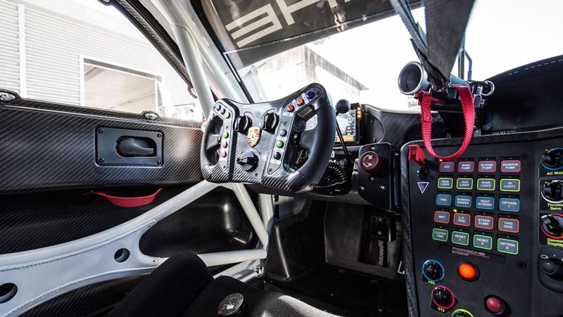 Porsche 911 GT3 R 2019 interior
