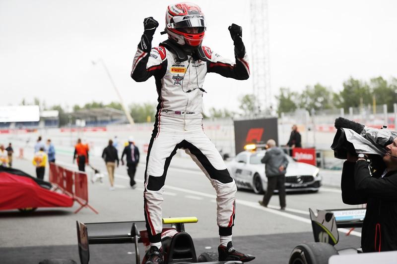 George Russell alcanza el podio con la victoria en la carrera principal de F2