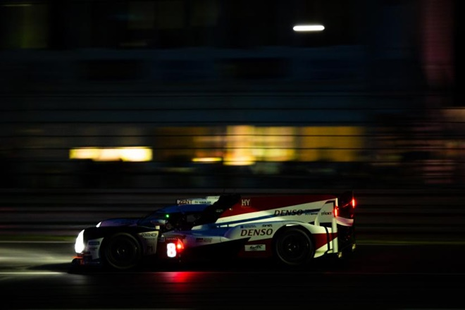 24H Le Mans ts050 noche alonso