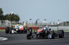 Felipe Drugovich con RP Motorsport, incrementa su racha ganadora en Silverstone