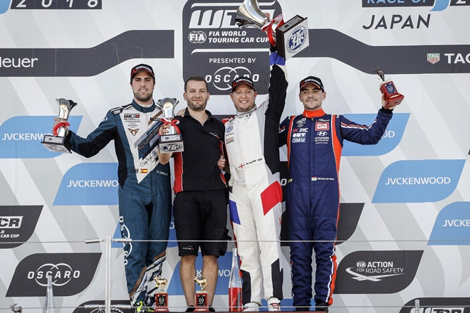 wtcr japon podio carrera 2 oriola 3110